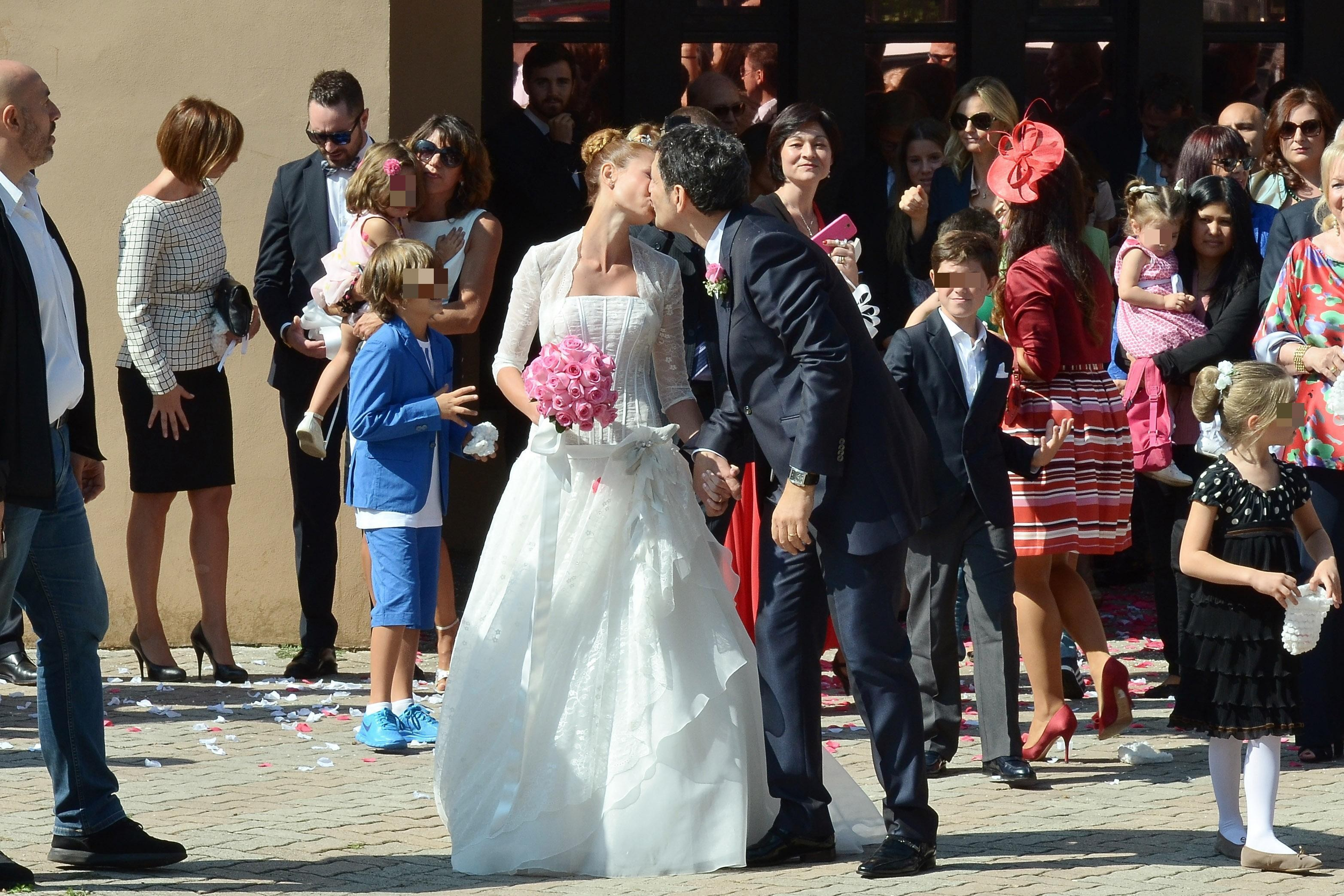 Frizzi mantovan le foto del matrimonio bella magazine for Fabrizio frizzi e carlotta mantovan