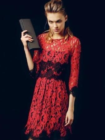 new product 63e43 87a9e abito-in-pizzo-rosso-xs-milano - Bella Magazine
