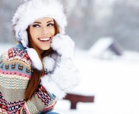 girl-woman-smile-winter-snow-fashion-wallpaper-1680x1050