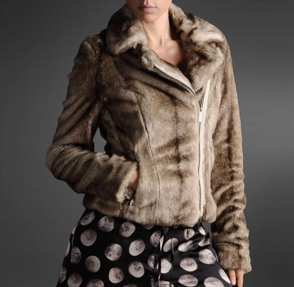competitive price edc74 52927 pelliccia-ecologica-armani-jeans-beige - Copia - Bella Magazine